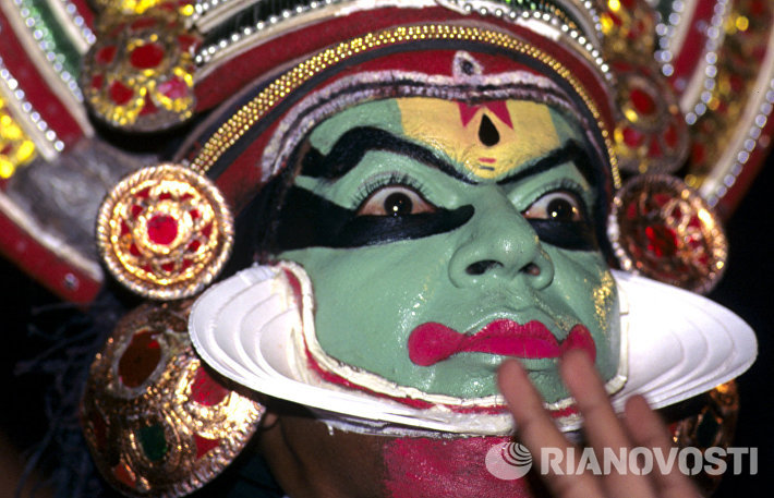 Танцор в маске Катакали