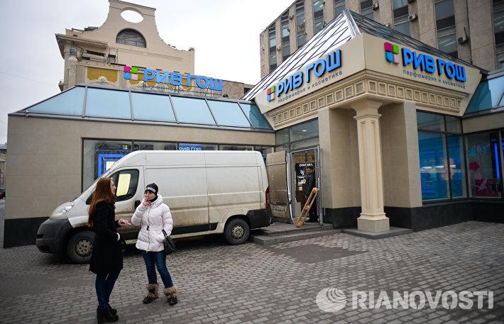 Из ТЦ Пирамида у метро Пушкинская начали вывозить имущество