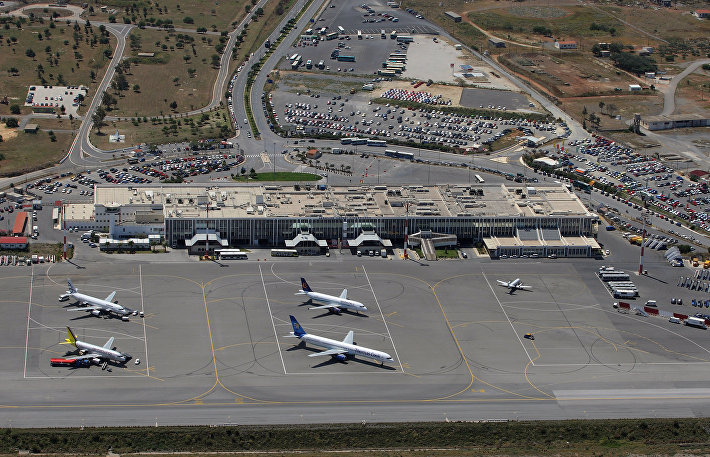 Никос Казандзакис, аэропорт острова Крит