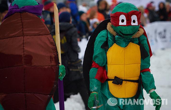 Люди в костюмах Черепашек-ниндзя