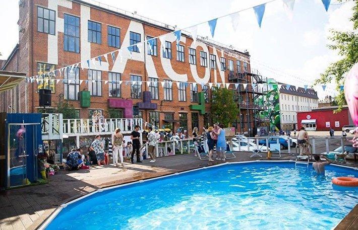 Шезлонги в городе: 3 открытых бассейна в Москве с доступными ценами
