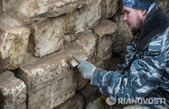 Строительные и археологические работы на месте снесенного 14-го корпуса Кремля