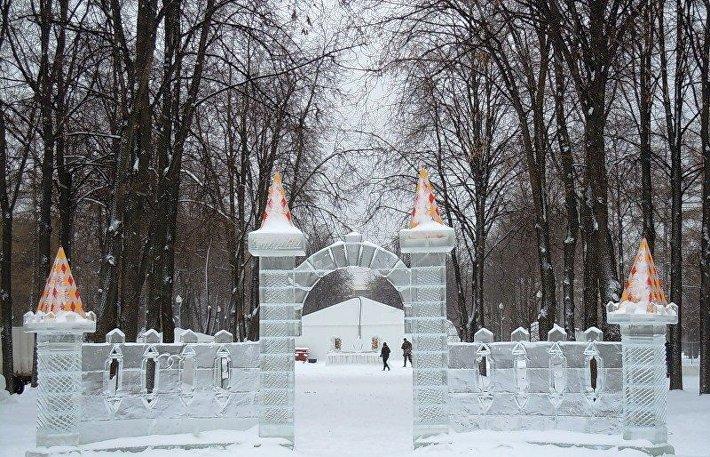 Сооружение ледяной крепости профессионалами займет 4-10 дней