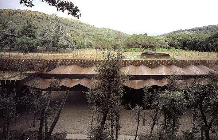 Панорама винодельни Bell Lloc Winery в Испании